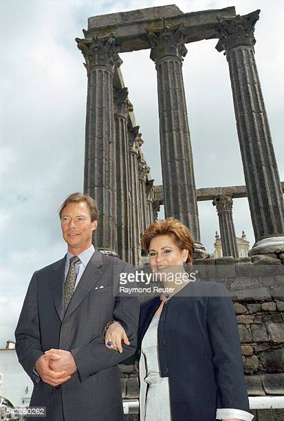 Gran Duke Henri and Grand Duchess MariaTeresa of Luxemburg's official visit to Portugal The couplevisiting the Temple of Diana in Evora