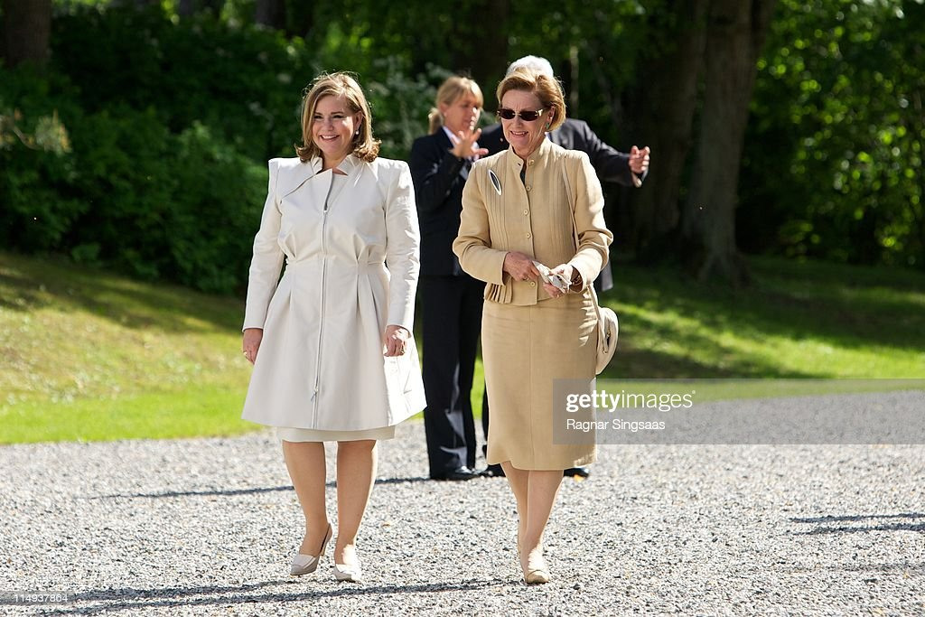 <a gi-track='captionPersonalityLinkClicked' href=/galleries/search?phrase=Grand+Duchess+Maria+Teresa&family=editorial&specificpeople=159000 ng-click='$event.stopPropagation()'>Grand Duchess Maria Teresa</a> of Luxembourg and <a gi-track='captionPersonalityLinkClicked' href=/galleries/search?phrase=Queen+Sonja+of+Norway&family=editorial&specificpeople=160334 ng-click='$event.stopPropagation()'>Queen Sonja of Norway</a> visit the Oscarshall summer palace on May 30, 2011 in Oslo, Norway.