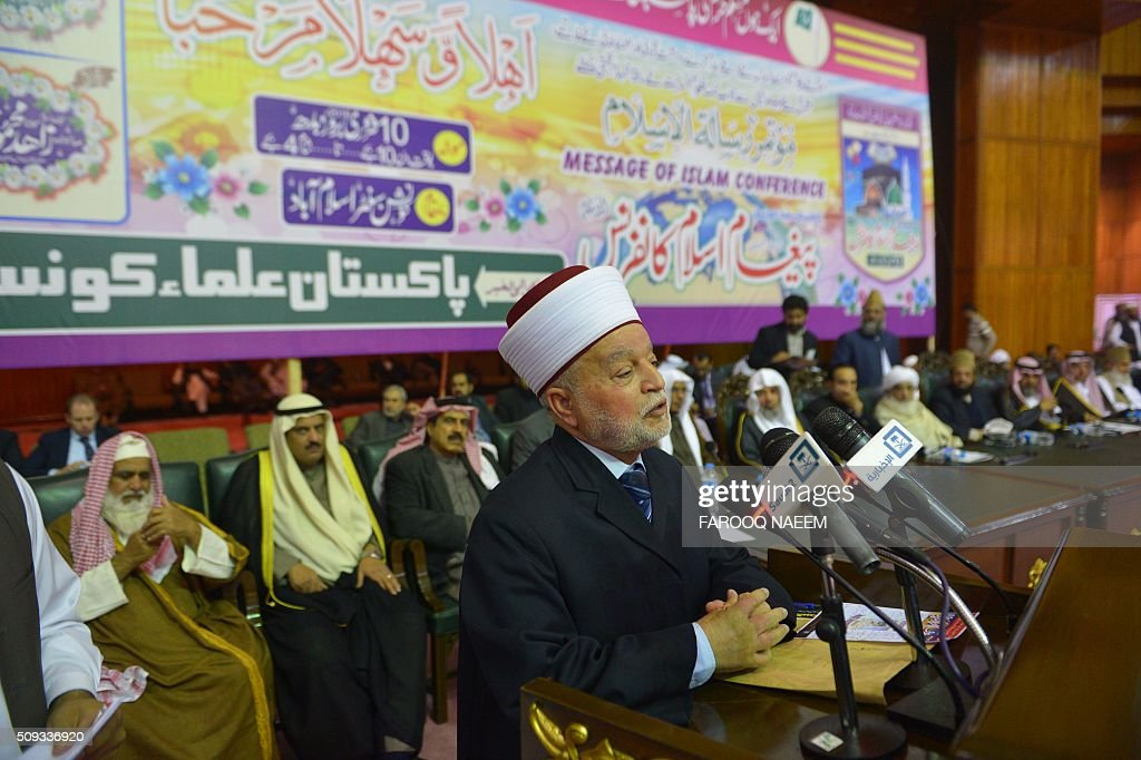 Grand Mufti of Jerusalem Muhammad Ahmed Hussain addresses the Paigham-e-Islam conference in Islamabad on February 10, 2016. Over five thousand Ulema, Mashaikh and scholars attended the Paigham-e-Islam conference, voicing concern over the rise of terrorism. AFP PHOTO / Farooq NAEEM / AFP / FAROOQ NAEEM