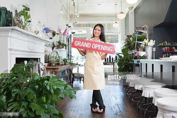 グランドオープン記念セレモニー、アジアのフラワーショップの小規模ビジネスオーナー