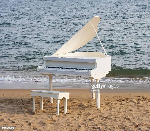 piano à queue sur la côte pour deux