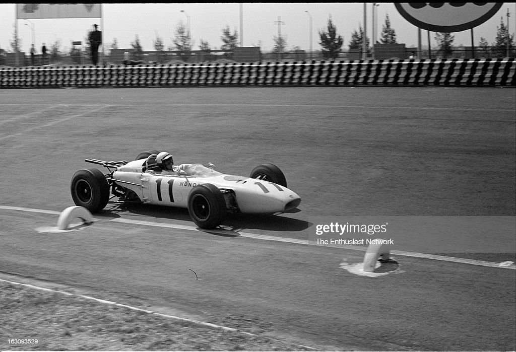 Grand Prix de Mexico Race winner Richie Ginther of Honda drives his v12 powered Honda RA272 This is the first win for Honda F1 team