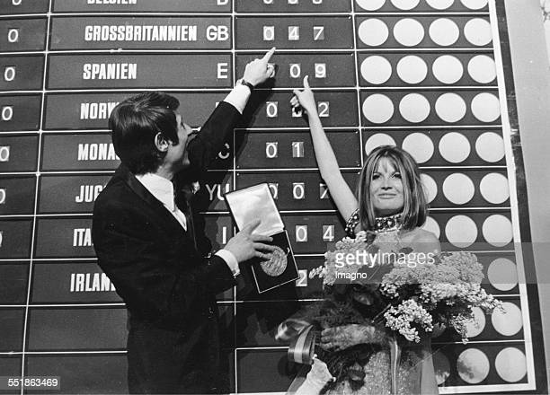 Grand Prix Euro Vision Song Contest 1967 in the Vienna Hofburg The winner Sandy Shaw with the last year's winner Udo Jürgens Photograph