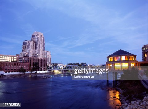 Grand Rio à noite, V