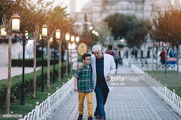 Nonno e nipote Visita di Istanbul