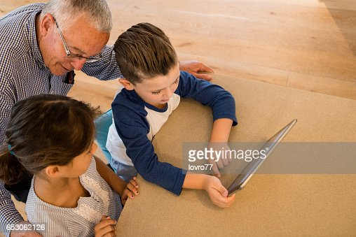 Grandfather, look this game. : Foto stock