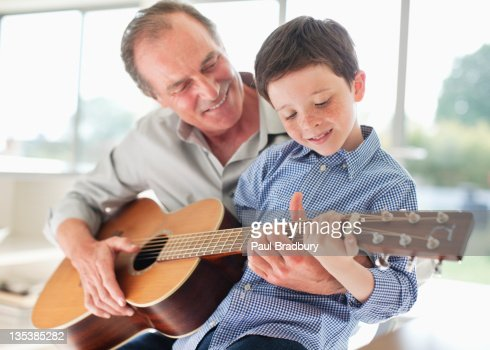 how to teach kids to play guitar