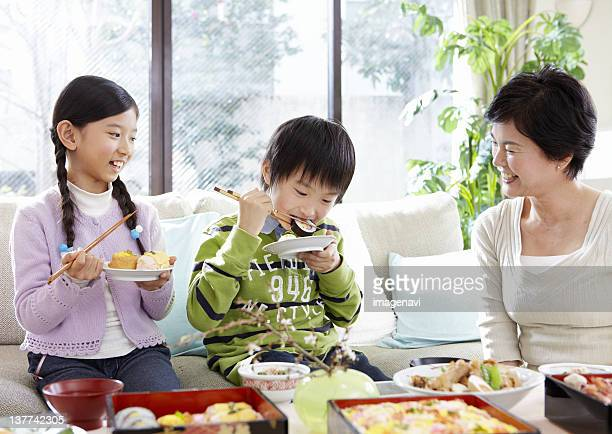 Grandmother and grandkids eating flower viewing boxed lunch