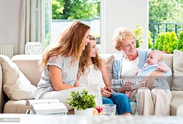 Großmutter mit Ihrem granddaughters und Tochter