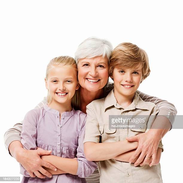 Abuela con su dos nietos aislado