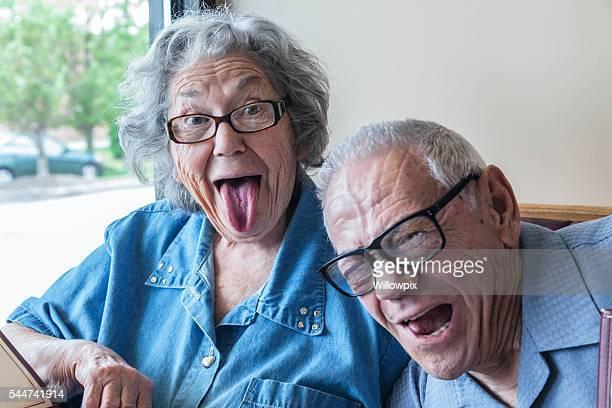 grand-père avec Photo de grand-mère de l'attentat à la bombe Wagging visage drôle sur la languette