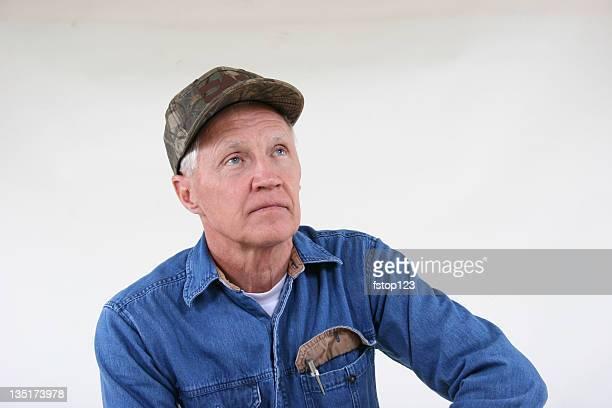 Grandpa portant la casquette Poser pour une photo
