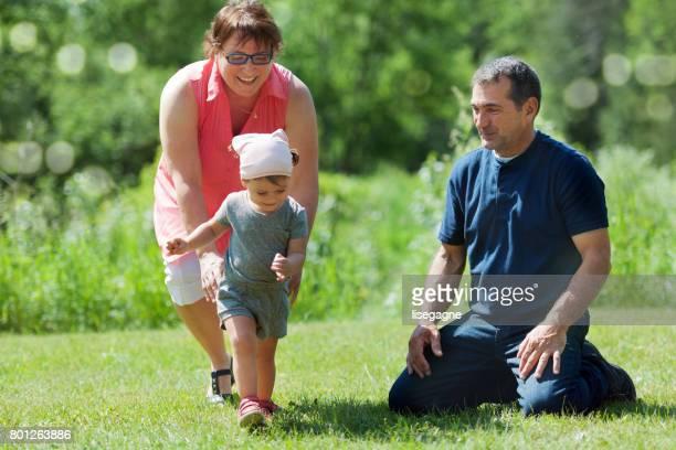 Abuelos con granddaughter