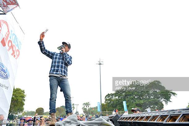 Granger Smith performs during The 32nd Annual KISS 999 Chili CookOff at CB Smith Park on January 29 2017 in Pembroke Pines Florida