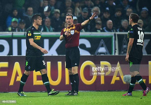 Granit Xhaka of Borussia Moenchengladbach is sent off by referee Marijo Strahonja during the UEFA Europa League Round of 32 second leg match between...