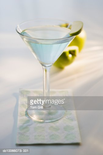 Granny smith martini with green apples, close-up : Stock Photo