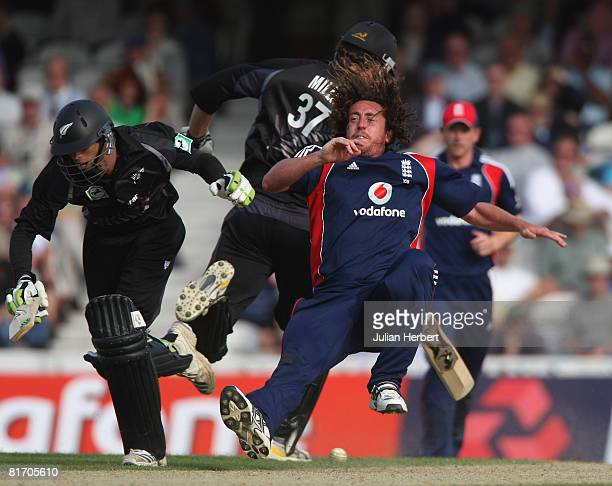 Grant Elliott of New Zealand collides with Ryan Sidebottom of England prior to being run out during the Fourth NatWest Series One Day International...