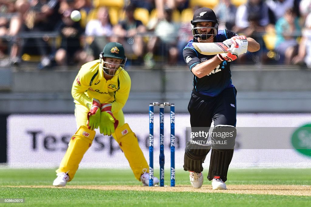 Grant Elliott (R) of New Zealand plays a shot watched by Matthew Wade (L) keeper for Australia during the 2nd one-day international cricket match between New Zealand and Australia at Westpac Stadium in Wellington on February 6, 2016. AFP PHOTO / MARTY MELVILLE / AFP / Marty Melville