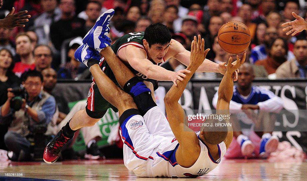 Grant Hill (R) of the Los Angeles Clippers grapples for the ball with Ersan Ilyasova (L) of the Milwaukee Bucks during their NBA game in Los Angeles, California on March 6, 2013. AFP PHOTO / Frederic J. BROWN