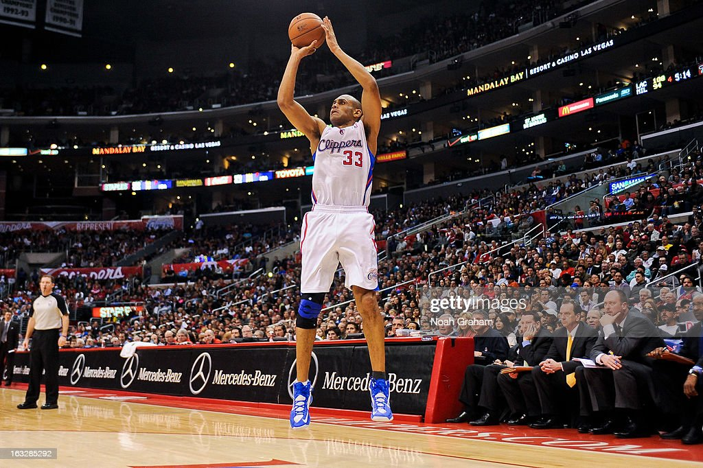 Grant Hill #33 of the Los Angeles Clippers shoots against the Milwaukee Bucks at Staples Center on March 6, 2013 in Los Angeles, California.
