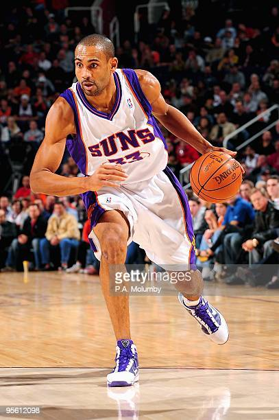 Grant Hill of the Phoenix Suns drives to the basket during the game against the Oklahoma City Thunder on December 23 2009 at US Airways Center in...