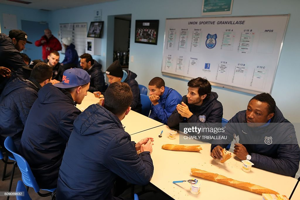 US Granville football club's have a snack before the training session near the Louis Dior stadium on February 8, 2016 in Granville, northwestern France. / AFP / CHARLY TRIBALLEAU