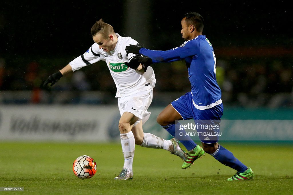 Granville's forward Tommy Utereiner (L) vies with Bourg-en-Bresse's midfielder Loic Damour during the French Cup football match between Granville (USG) and Bourg-en-Bresse (FBBP) at the Louis Dior stadium on February 9, 2016 in Granville, northwestern France. AFP PHOTO / CHARLY TRIBALLEAU / AFP / CHARLY TRIBALLEAU
