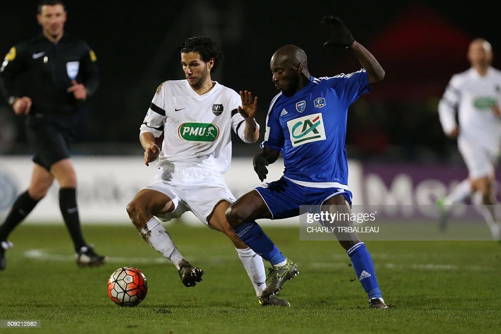 Granville's midfielder Anthony Fournier (L) vies with Bourg-en-Bresse's midfielder Allou Dembele during the French Cup football match between Granville (USG) and Bourg-en-Bresse (FBBP) at the Louis Dior stadium on February 9, 2016 in Granville, northwestern France. AFP PHOTO / CHARLY TRIBALLEAU / AFP / CHARLY TRIBALLEAU