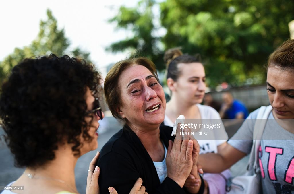 A mother of victims killed the day before in a suicide bombing and gun attack at Istanbul's airport, cries on June 29, 2016 in Istanbul. A triple suicide bombing and gun attack that occurred on June 28, 2016 at Istanbul's Ataturk airport has killed at least 36 people, including foreigners, with Turkey's prime minister saying early signs pointed to an assault by the Islamic State group. / AFP / BULENT