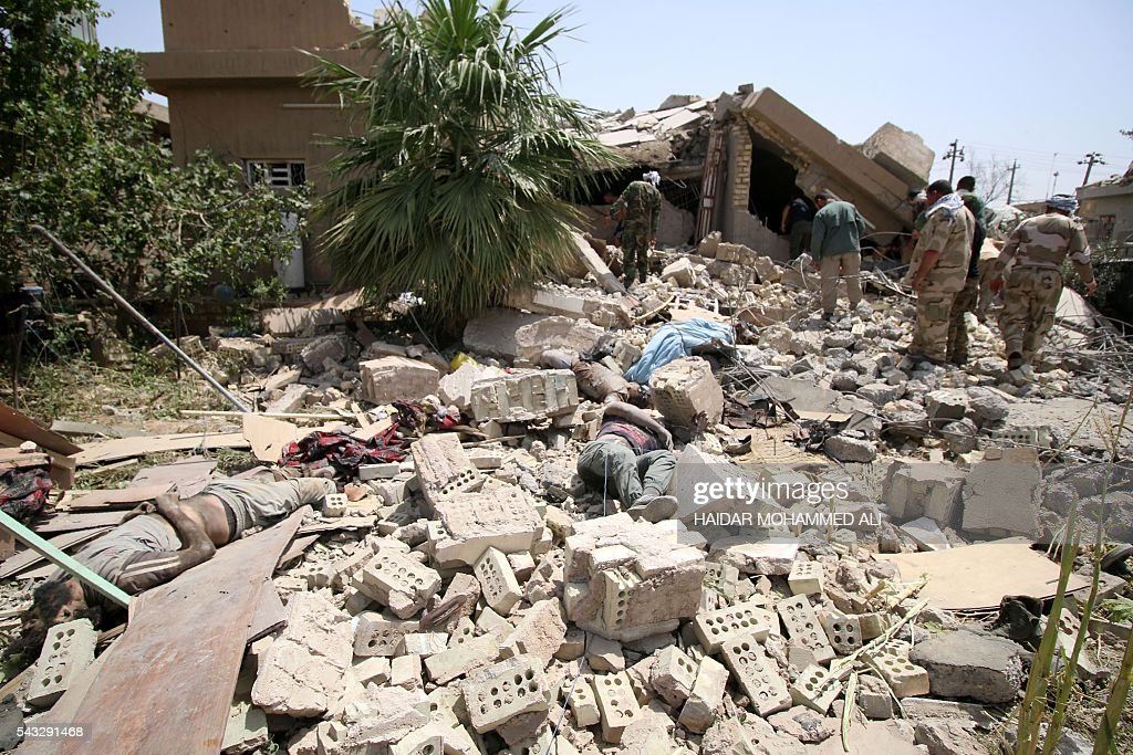 Graphic content / Bodies are seen amid the rubble of collapsed buildings as Iraqi government special forces inspect the area in the center of Fallujah, 50 kilometres (30 miles) from the Iraqi capital Baghdad, after Iraqi forces retook the embattled city from the Islamic State group on June 27, 2016. Iraqi forces took the Islamic State group's last positions in the city of Fallujah on June 26, 2016, establishing full control over one of the jihadists' most emblematic bastions after a month-long operation. ALI