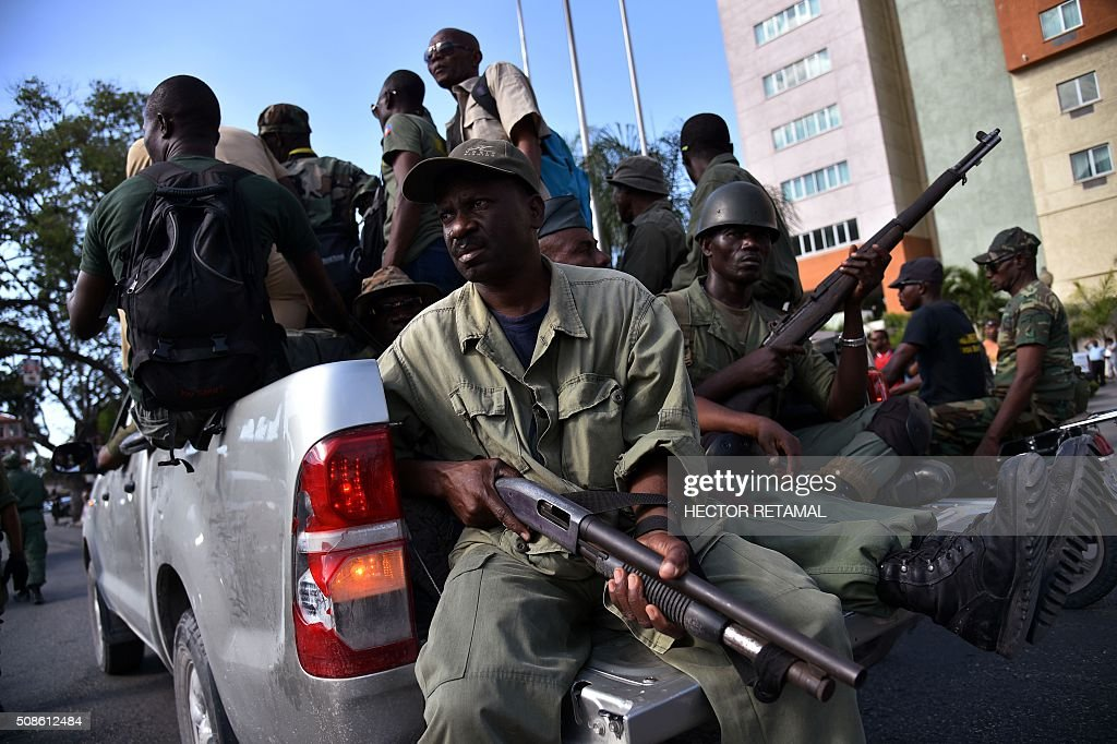 Graphic content / Former haitian soldiers patrol streets in Port-au-Prince on February 5th, 2016 during a protest agaist President Michel Martelly and for a transitional government. Former haitian soldiers clashes with demonstrators from opposition's political parties resulting to the death of a former soldier beaten and lynched by stones. President Martelly's term ends February 7, and with no successor in place, Haiti is facing constitutional crisis. Haiti's electoral authority postponed the planned January 24 presidential run-off amid mounting opposition street protests and voting fraud allegations. / AFP / HECTOR RETAMAL