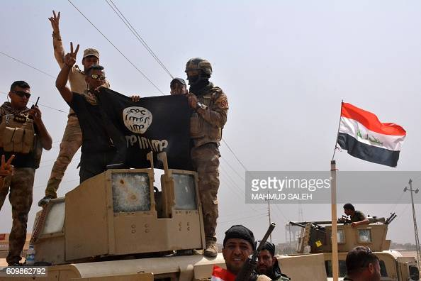 Graphic content / Iraqi troops celebrate in the town of Sharqat 260 kilometres northwest of Baghdad and around 80 kilometres south of Mosul on...