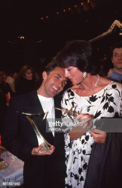 Gérard Holtz et Anny Duperey lors de la cérémonie de remise des Sept d'Or à Paris le 18 janvier 1993 France