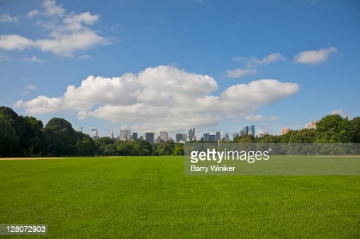 Grass and baseball diamond, looking south towards Midtown, from Central Park, New York, NY, U.S.A. : ストックフォト