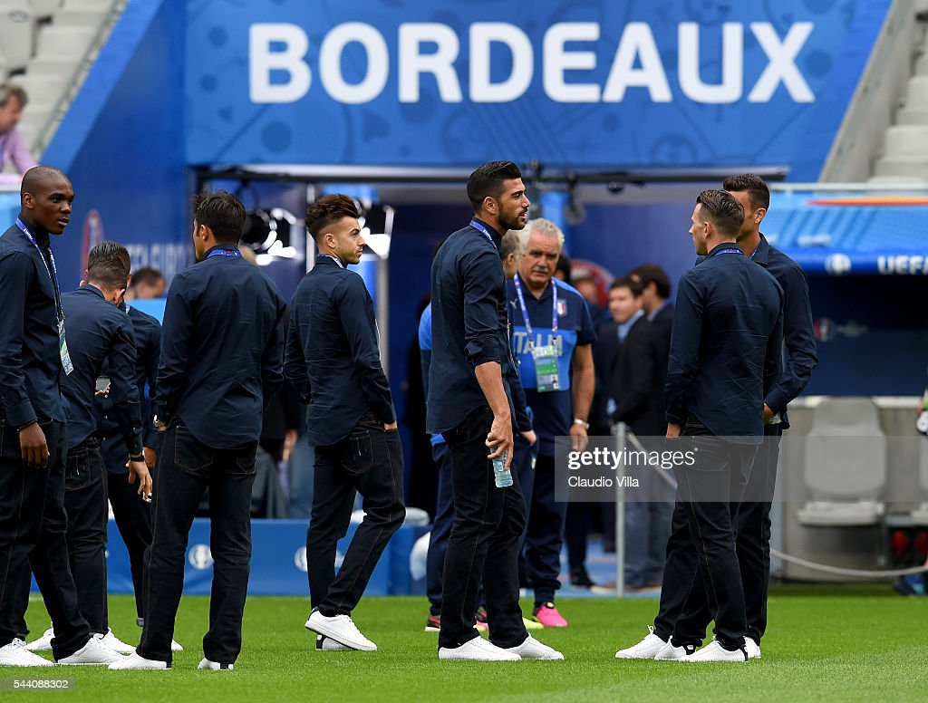 Graziano Pelle (C) looks on during the Italy pitch walkabout at Stade de Bordeaux on July 1, 2016 in Bordeaux, France.