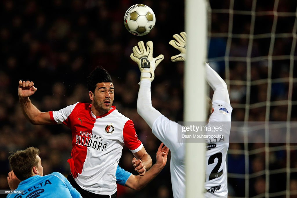 <a gi-track='captionPersonalityLinkClicked' href=/galleries/search?phrase=Graziano+Pelle&family=editorial&specificpeople=2333390 ng-click='$event.stopPropagation()'>Graziano Pelle</a> of Feyenoord heads the ball as goalkeeper, Nikki Maenpaa of Venlo makes the save during the Eredivisie match between Feyenoord and VVV Venlo at De Kuip on April 5, 2013 in Rotterdam, Netherlands.