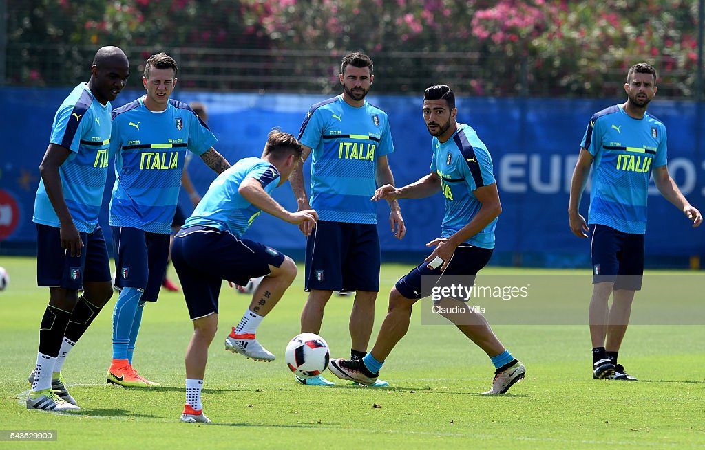 <a gi-track='captionPersonalityLinkClicked' href=/galleries/search?phrase=Graziano+Pelle&family=editorial&specificpeople=2333390 ng-click='$event.stopPropagation()'>Graziano Pelle</a> of Italy (C) in action during the training session at 'Bernard Gasset' Training Center on June 29, 2016 in Montpellier, France.