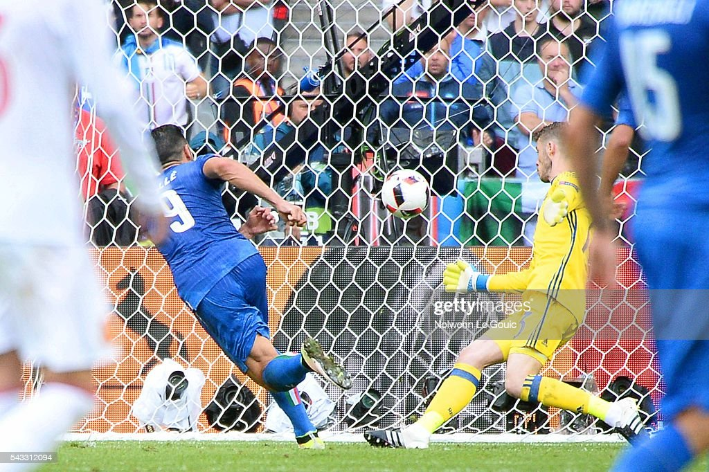 Graziano Pelle of Italy scores the second goal against David De Gea of Spain during the European Championship match Round of 16 between Italy and Spain at Stade de France on June 27, 2016 in Paris, France.