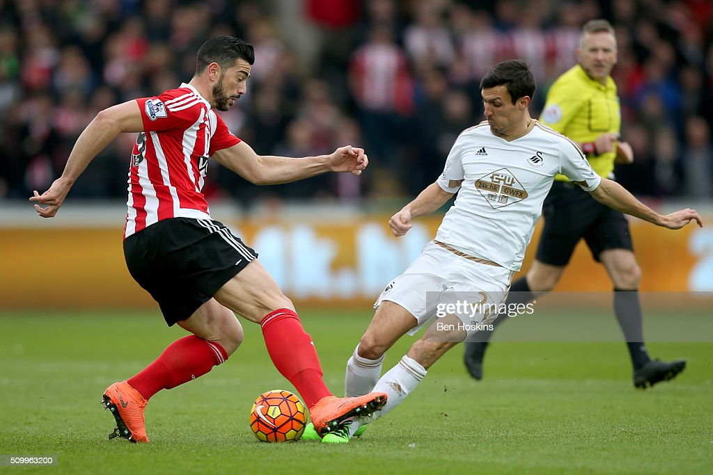 <a gi-track='captionPersonalityLinkClicked' href=/galleries/search?phrase=Graziano+Pelle&family=editorial&specificpeople=2333390 ng-click='$event.stopPropagation()'>Graziano Pelle</a> of Southampton and <a gi-track='captionPersonalityLinkClicked' href=/galleries/search?phrase=Jack+Cork&family=editorial&specificpeople=4206991 ng-click='$event.stopPropagation()'>Jack Cork</a> of Swansea City compete for the ball during the Barclays Premier League match between Swansea City and Southampton at Liberty Stadium on February 13, 2016 in Swansea, Wales.