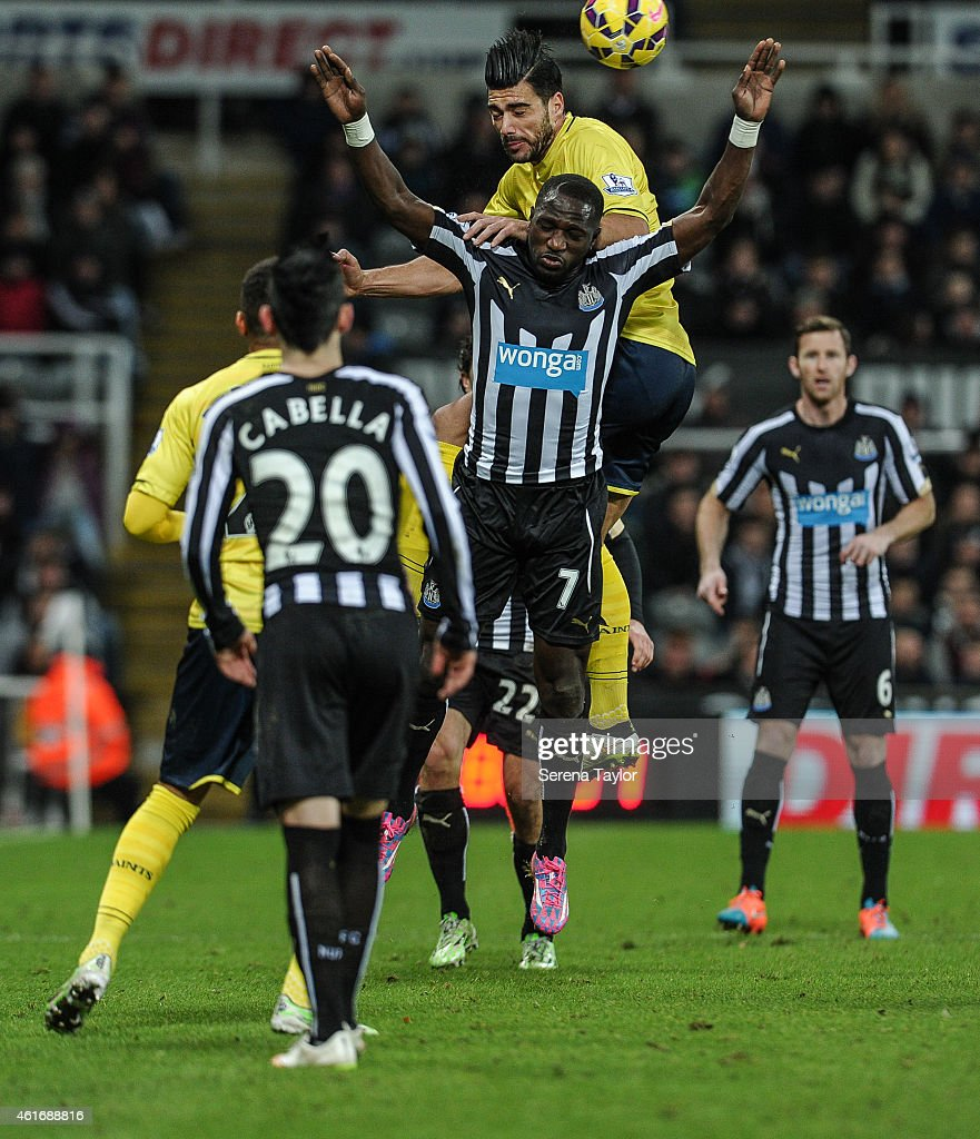 Graziano Pelle of Southampton (C) rises above Moussa Sissoko of Newcaslte to win a header during the Barclays Premier League match between Newcastle United and Southampton at St.James' Park on January 17, 2015, in Newcastle upon Tyne, England.