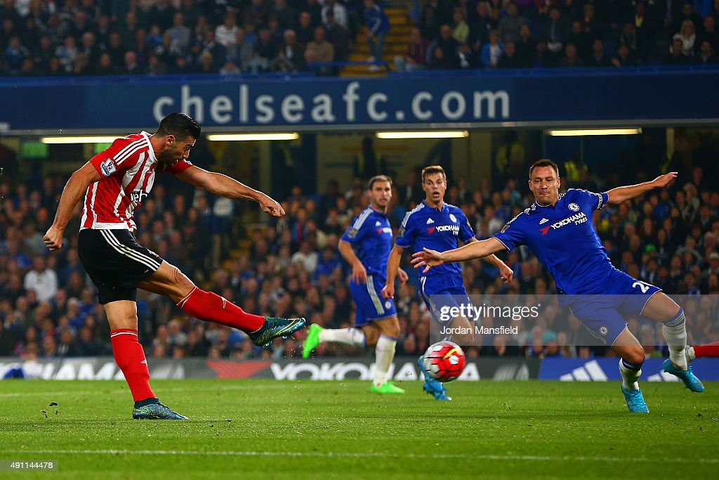 Graziano Pelle of Southampton scores his team's third goal during the Barclays Premier League match between Chelsea and Southampton at Stamford Bridge on October 3, 2015 in London, United Kingdom.