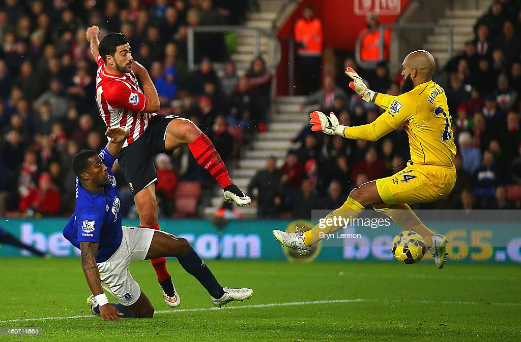 Graziano Pelle of Southampton scores their second goal past Tim Howard of Everton during the Barclays Premier League match between Southampton and Everton at St Mary's Stadium on December 20, 2014 in Southampton, England.