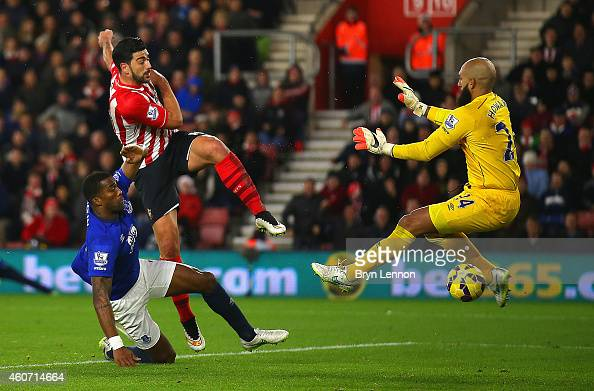 Graziano Pelle of Southampton scores their second goal past Tim Howard of Everton during the Barclays Premier League match between Southampton and...
