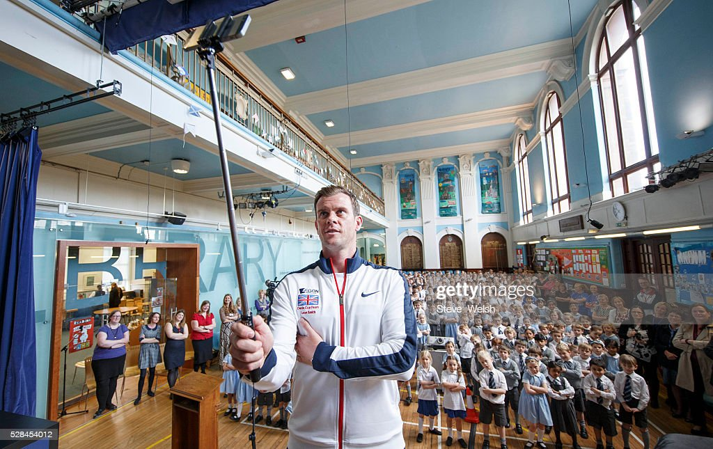 Great Britain Davis Cup Captain <a gi-track='captionPersonalityLinkClicked' href=/galleries/search?phrase=Leon+Smith+-+Allenatore+di+tennis&family=editorial&specificpeople=12698515 ng-click='$event.stopPropagation()'>Leon Smith</a> visits Hutchesons Grammar Primary School Glasgow as part of the Davis Cup Trophy Tour on May 5, 2016 in Glasgow, Scotland.