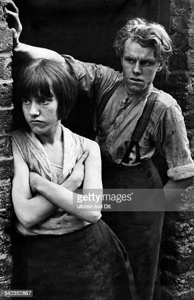 Great Britain England London Two teenagers from the povertystricken borough of Whitechapel 1932 Photographer Alfred Eisenstaedt Published by...