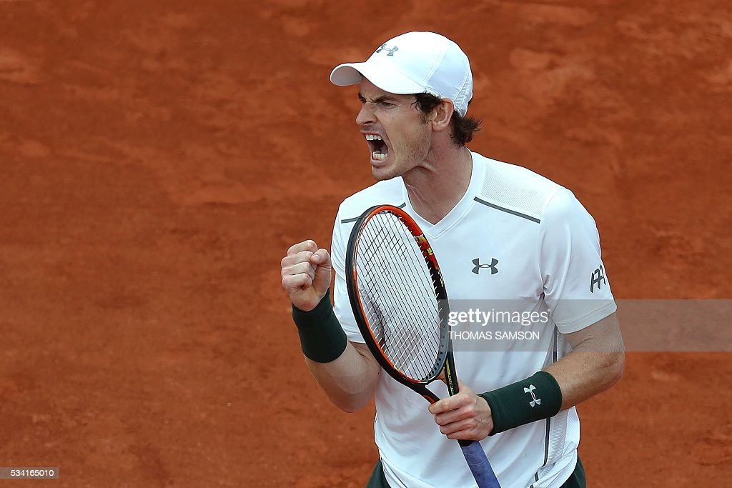 Great Britain's Andy Murray reacts during his men's second round match against France's Mathias Bourgue at the Roland Garros 2016 French Tennis Open in Paris on May 25, 2016. / AFP / Thomas SAMSON