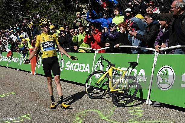 TOPSHOT Great Britain's Christopher Froome wearing the overall leader's yellow jersey gestures as he stands next to his dysfunctional replacement...