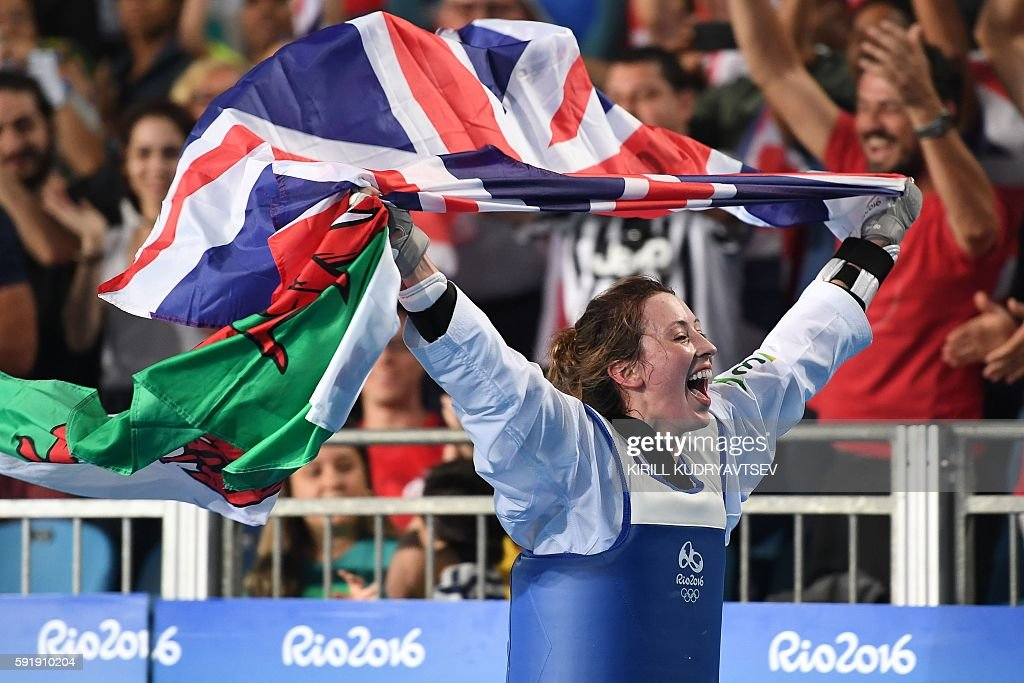 Great Britain's Jade Jones celebrates after winning against Spain's Eva Calvo Gomez in the womens taekwondo gold medal bout in the -57kg category as part of the Rio 2016 Olympic Games, on August 18, 2016, at the Carioca Arena 3, in Rio de Janeiro. / AFP / Kirill KUDRYAVTSEV