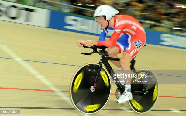 Great Britain's Jonny Bellis competes in the Omnium 1000m Time Trial during the 2009 UCI World Track Cycling Championships at the BGZ Arena Velodrome...