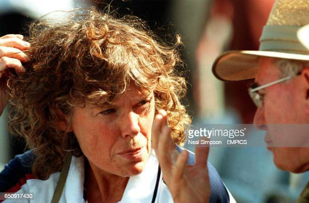 Great Britain's Minister of Sport Kate Hoey chats to John Howard Prime Minister of Australia